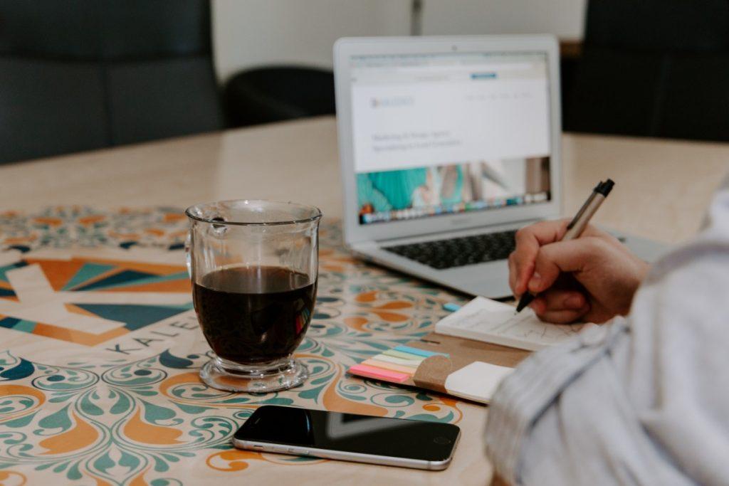 Wie können Kunden ermutigt werden, Produktrezensionen im Online-Shop zu schreiben?