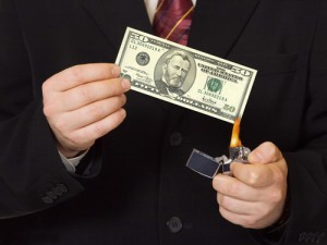 Die abscheuliche Acht + das dreckige Dutzend = 20 Ideen, um das Geld für Marketing zu verschwenden (besonders in den KMUs)